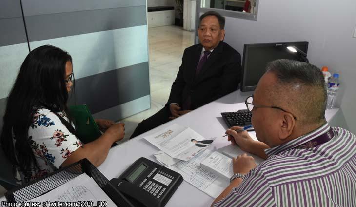 The judiciary help desk kicks off, CJ assists first pleader : Abogado